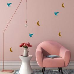 Idée déco mur salon oiseau or