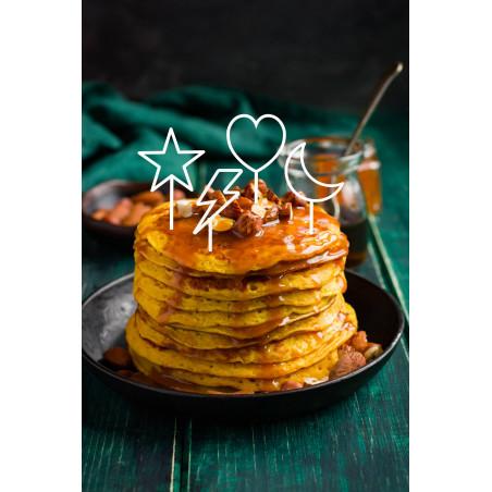 Lot 4 minis cake topper blanc coeur, étoile, lune et éclair sur pile de pancakes