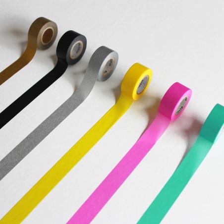 Différentes couleurs de masking tape pour kit diy dinosaure : noir, argent, or, menthe, jaune et rose