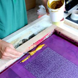 Atelier créatif DIY sérigraphie papier Amiens pour réaliser un miroir