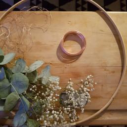 Atelier couronne de Noël eucalyptus à côté d'Amiens